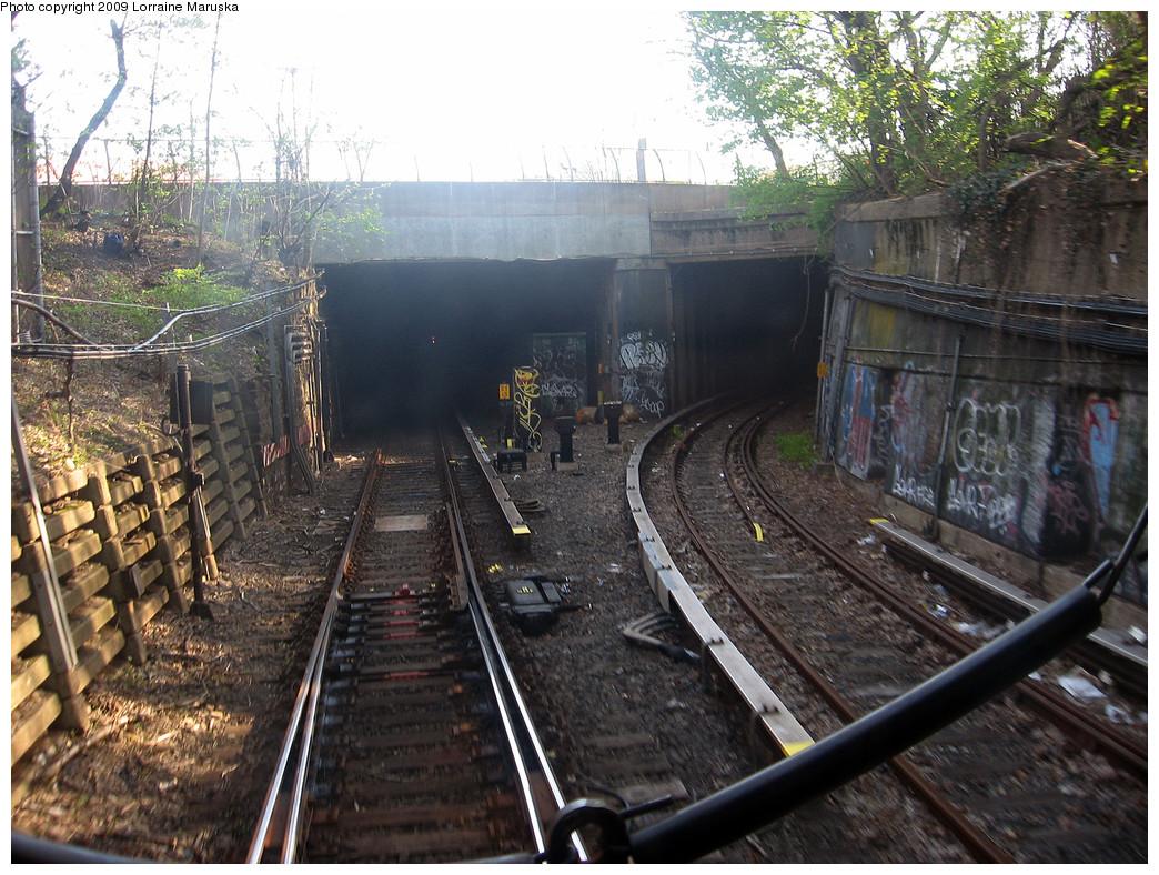 (351k, 1044x788)<br><b>Country:</b> United States<br><b>City:</b> New York<br><b>System:</b> New York City Transit<br><b>Line:</b> BMT Franklin<br><b>Location:</b> Empire Blvd. (Malbone St.) Tunnel Portal <br><b>Photo by:</b> Lorraine Maruska<br><b>Date:</b> 4/26/2009<br><b>Notes:</b> Tunnel portal s/b.<br><b>Viewed (this week/total):</b> 0 / 3037