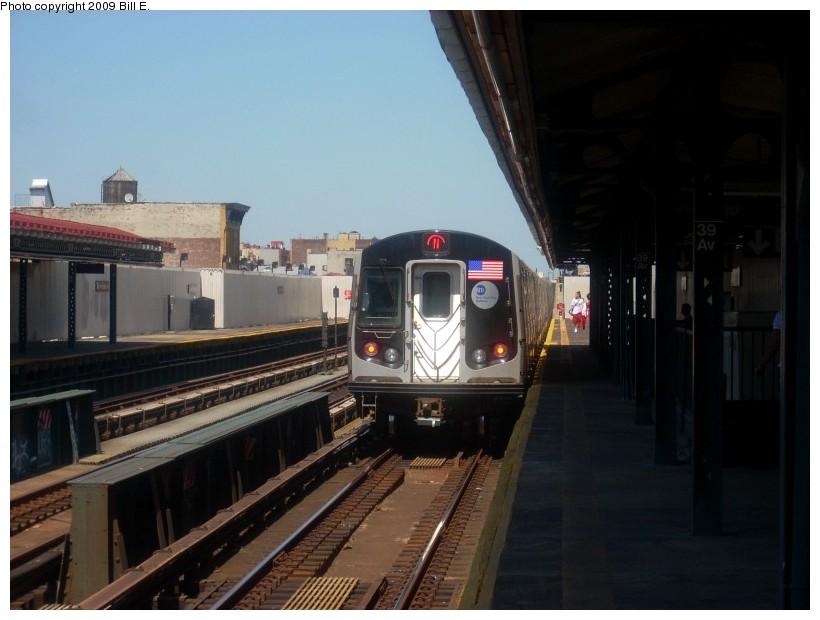 (137k, 820x620)<br><b>Country:</b> United States<br><b>City:</b> New York<br><b>System:</b> New York City Transit<br><b>Line:</b> BMT Astoria Line<br><b>Location:</b> 39th/Beebe Aves. <br><b>Route:</b> N<br><b>Car:</b> R-160B (Option 1) (Kawasaki, 2008-2009)  8985 <br><b>Photo by:</b> Bill E.<br><b>Date:</b> 4/26/2009<br><b>Viewed (this week/total):</b> 0 / 1455