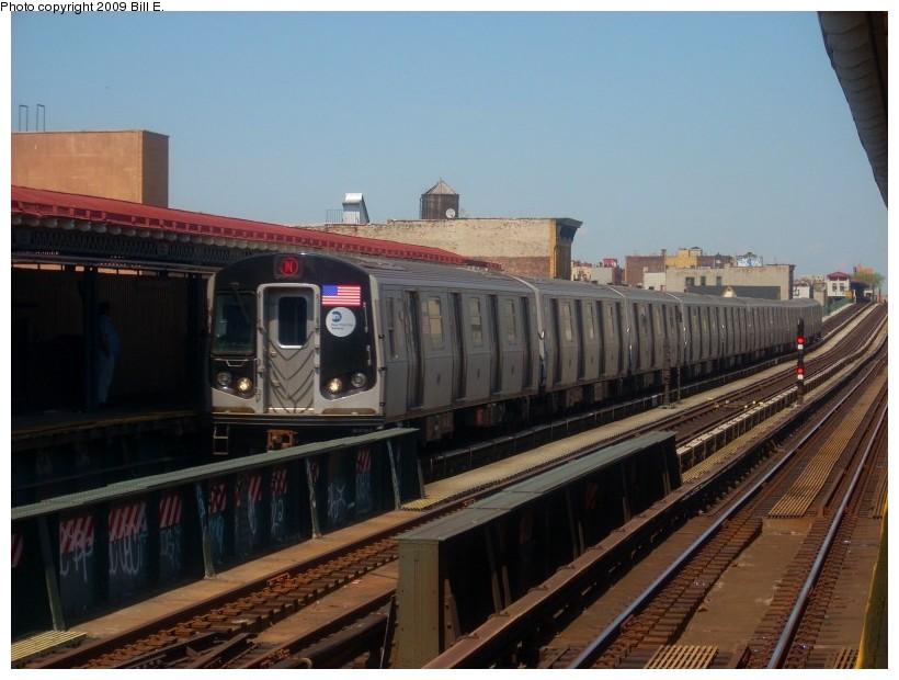 (154k, 820x620)<br><b>Country:</b> United States<br><b>City:</b> New York<br><b>System:</b> New York City Transit<br><b>Line:</b> BMT Astoria Line<br><b>Location:</b> 39th/Beebe Aves. <br><b>Route:</b> N<br><b>Car:</b> R-160B (Option 1) (Kawasaki, 2008-2009)  8978 <br><b>Photo by:</b> Bill E.<br><b>Date:</b> 4/26/2009<br><b>Viewed (this week/total):</b> 1 / 1614