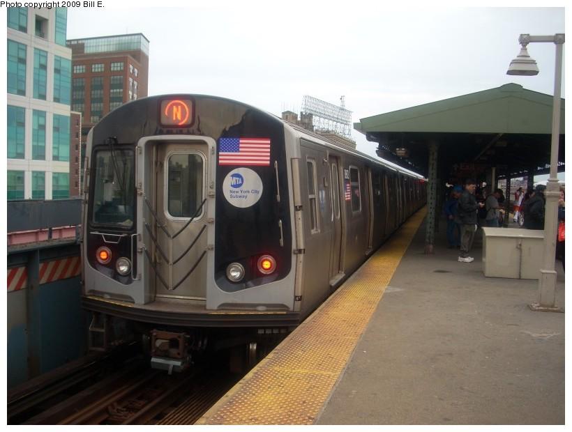 (143k, 820x620)<br><b>Country:</b> United States<br><b>City:</b> New York<br><b>System:</b> New York City Transit<br><b>Line:</b> BMT Astoria Line<br><b>Location:</b> Queensborough Plaza <br><b>Route:</b> N<br><b>Car:</b> R-160B (Kawasaki, 2005-2008)  8862 <br><b>Photo by:</b> Bill E.<br><b>Date:</b> 5/17/2009<br><b>Viewed (this week/total):</b> 0 / 1160
