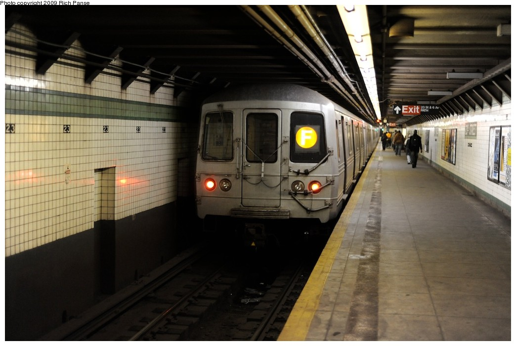 (156k, 1044x701)<br><b>Country:</b> United States<br><b>City:</b> New York<br><b>System:</b> New York City Transit<br><b>Line:</b> IND 6th Avenue Line<br><b>Location:</b> 23rd Street <br><b>Route:</b> F<br><b>Car:</b> R-46 (Pullman-Standard, 1974-75)  <br><b>Photo by:</b> Richard Panse<br><b>Date:</b> 3/30/2009<br><b>Viewed (this week/total):</b> 0 / 1061