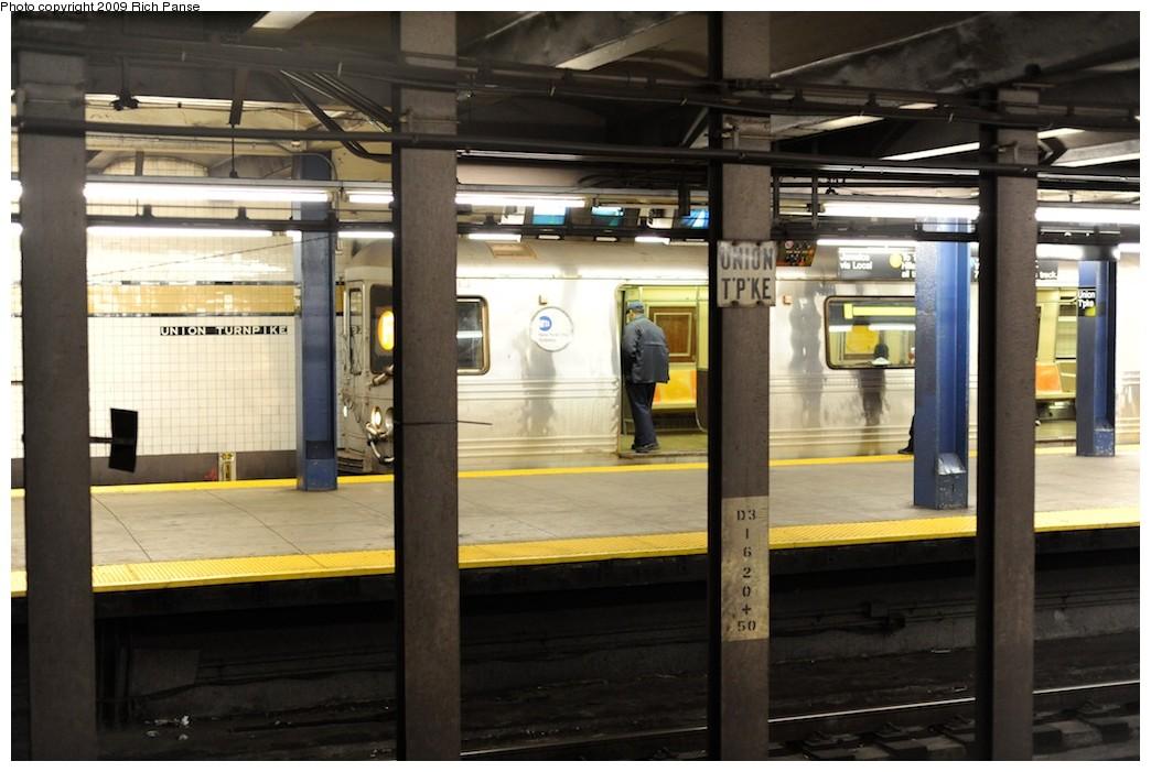 (169k, 1044x701)<br><b>Country:</b> United States<br><b>City:</b> New York<br><b>System:</b> New York City Transit<br><b>Line:</b> IND Queens Boulevard Line<br><b>Location:</b> Union Turnpike/Kew Gardens <br><b>Route:</b> V<br><b>Car:</b> R-46 (Pullman-Standard, 1974-75)  <br><b>Photo by:</b> Richard Panse<br><b>Date:</b> 3/31/2009<br><b>Viewed (this week/total):</b> 0 / 1586