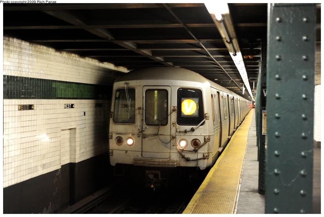 (150k, 1044x701)<br><b>Country:</b> United States<br><b>City:</b> New York<br><b>System:</b> New York City Transit<br><b>Line:</b> IND 6th Avenue Line<br><b>Location:</b> West 4th Street/Washington Square <br><b>Route:</b> V<br><b>Car:</b> R-46 (Pullman-Standard, 1974-75)  <br><b>Photo by:</b> Richard Panse<br><b>Date:</b> 4/1/2009<br><b>Viewed (this week/total):</b> 0 / 1162