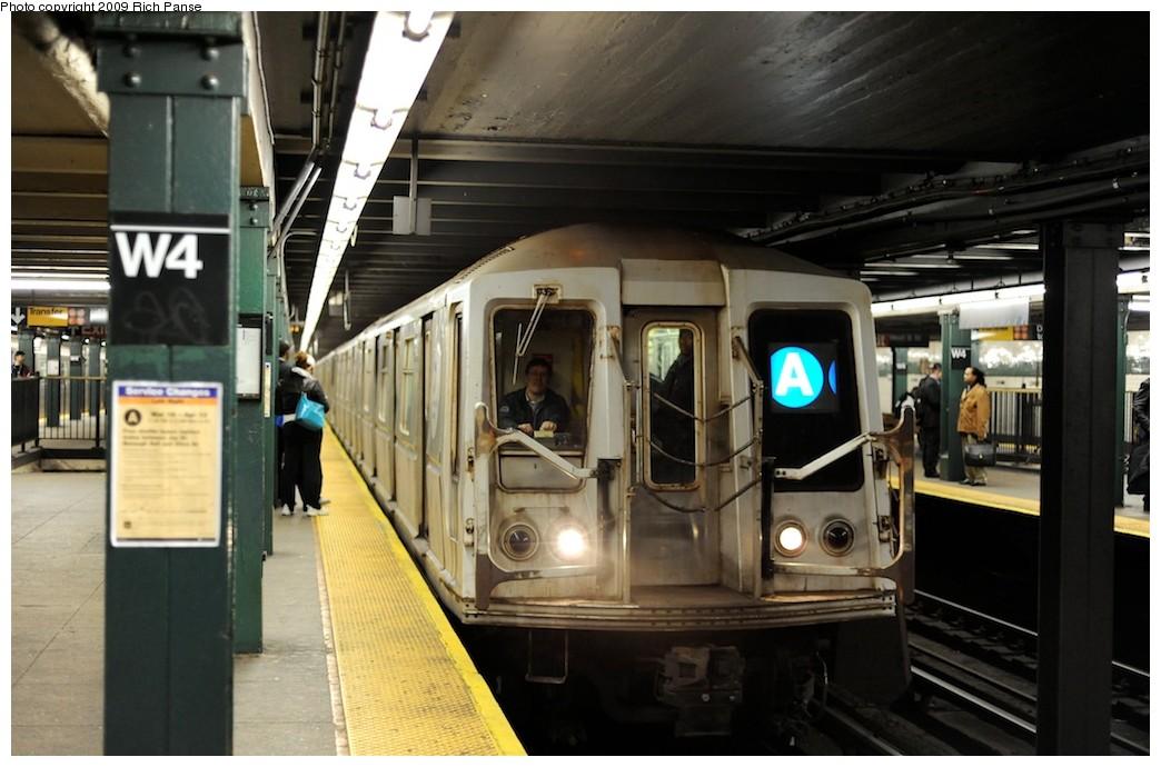 (167k, 1044x690)<br><b>Country:</b> United States<br><b>City:</b> New York<br><b>System:</b> New York City Transit<br><b>Line:</b> IND 8th Avenue Line<br><b>Location:</b> West 4th Street/Washington Square <br><b>Route:</b> A<br><b>Car:</b> R-40 (St. Louis, 1968)   <br><b>Photo by:</b> Richard Panse<br><b>Date:</b> 4/1/2009<br><b>Viewed (this week/total):</b> 0 / 1581