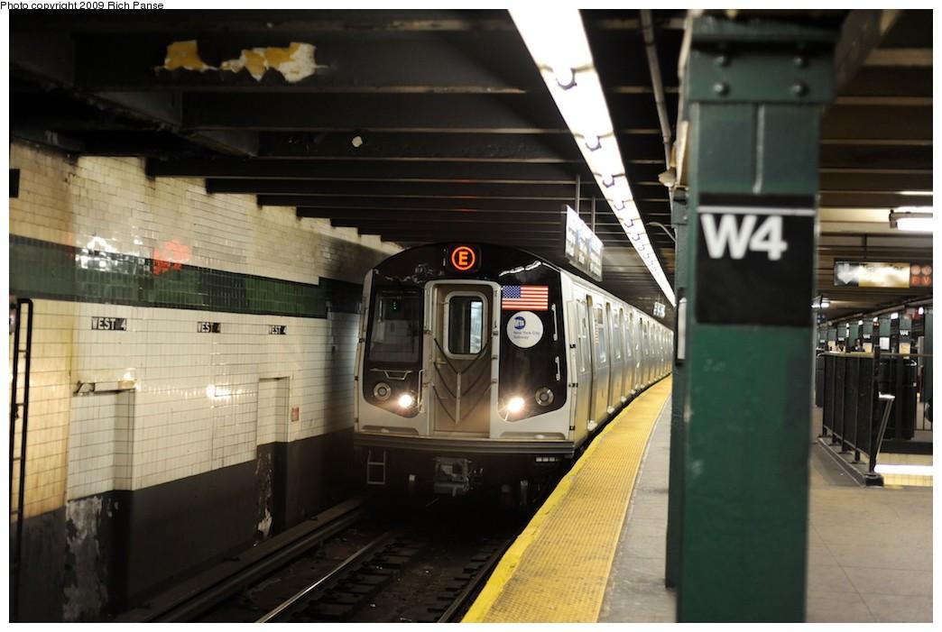 (156k, 1044x701)<br><b>Country:</b> United States<br><b>City:</b> New York<br><b>System:</b> New York City Transit<br><b>Line:</b> IND 8th Avenue Line<br><b>Location:</b> West 4th Street/Washington Square <br><b>Route:</b> E<br><b>Car:</b> R-160A (Option 1) (Alstom, 2008-2009, 5 car sets)   <br><b>Photo by:</b> Richard Panse<br><b>Date:</b> 4/1/2009<br><b>Viewed (this week/total):</b> 2 / 1523