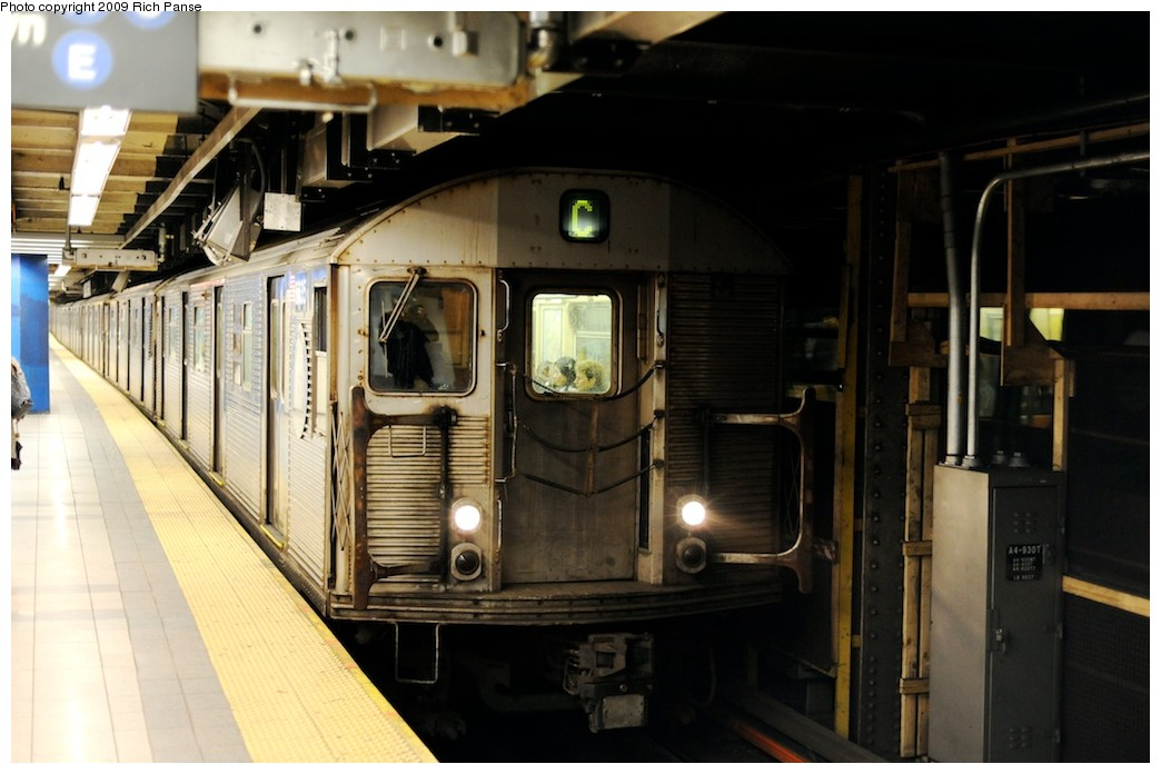 (154k, 1044x696)<br><b>Country:</b> United States<br><b>City:</b> New York<br><b>System:</b> New York City Transit<br><b>Line:</b> IND 8th Avenue Line<br><b>Location:</b> Canal Street-Holland Tunnel <br><b>Route:</b> C<br><b>Car:</b> R-32 (Budd, 1964)   <br><b>Photo by:</b> Richard Panse<br><b>Date:</b> 4/1/2009<br><b>Viewed (this week/total):</b> 1 / 1407