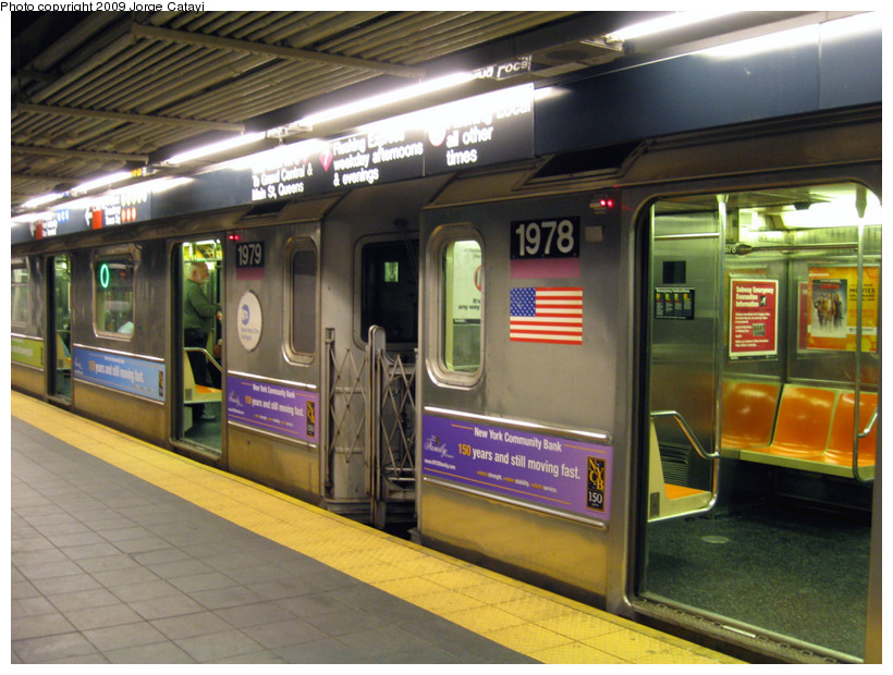 (196k, 820x620)<br><b>Country:</b> United States<br><b>City:</b> New York<br><b>System:</b> New York City Transit<br><b>Line:</b> IRT Flushing Line<br><b>Location:</b> Times Square <br><b>Route:</b> 7<br><b>Car:</b> R-62A (Bombardier, 1984-1987)  1979/1978 <br><b>Photo by:</b> Jorge Catayi<br><b>Date:</b> 3/22/2009<br><b>Viewed (this week/total):</b> 0 / 2384
