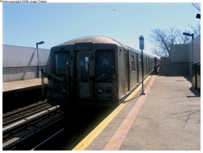 (144k, 820x620)<br><b>Country:</b> United States<br><b>City:</b> New York<br><b>System:</b> New York City Transit<br><b>Line:</b> IND Rockaway<br><b>Location:</b> Broad Channel <br><b>Route:</b> A<br><b>Car:</b> R-40 (St. Louis, 1968)  4347 <br><b>Photo by:</b> Jorge Catayi<br><b>Date:</b> 3/23/2009<br><b>Viewed (this week/total):</b> 0 / 981