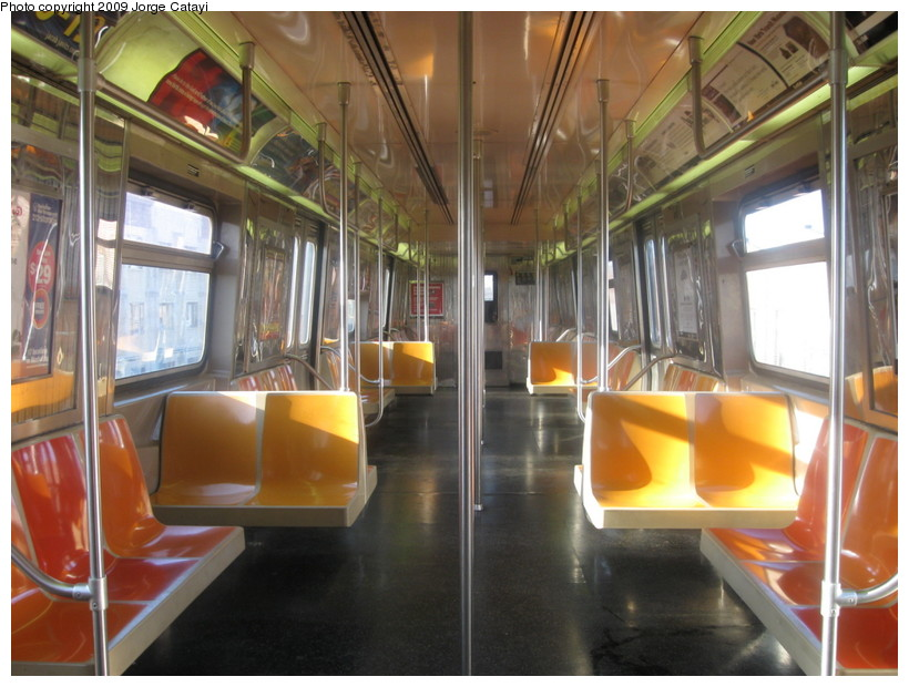 (141k, 820x620)<br><b>Country:</b> United States<br><b>City:</b> New York<br><b>System:</b> New York City Transit<br><b>Route:</b> D<br><b>Car:</b> R-68 (Westinghouse-Amrail, 1986-1988)  2640 <br><b>Photo by:</b> Jorge Catayi<br><b>Date:</b> 4/17/2009<br><b>Viewed (this week/total):</b> 0 / 884