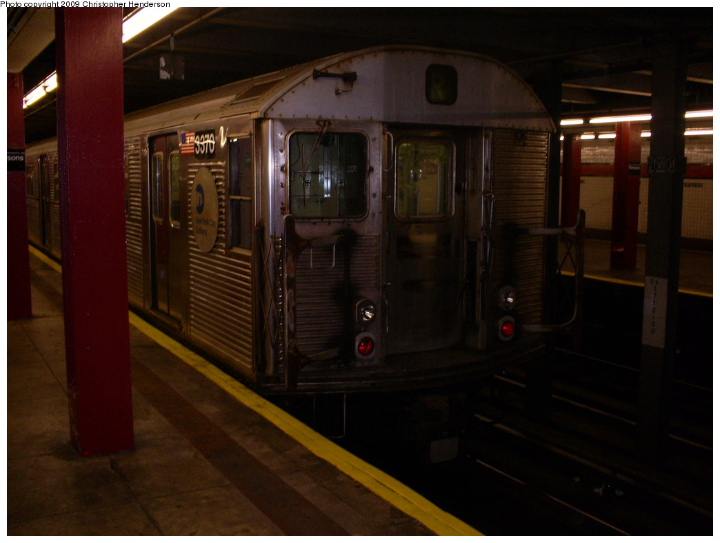 (204k, 1044x788)<br><b>Country:</b> United States<br><b>City:</b> New York<br><b>System:</b> New York City Transit<br><b>Line:</b> IND Queens Boulevard Line<br><b>Location:</b> Parsons Boulevard <br><b>Route:</b> R layup<br><b>Car:</b> R-32 (Budd, 1964)  3370 <br><b>Photo by:</b> Christopher Henderson<br><b>Date:</b> 5/26/2009<br><b>Viewed (this week/total):</b> 2 / 1897