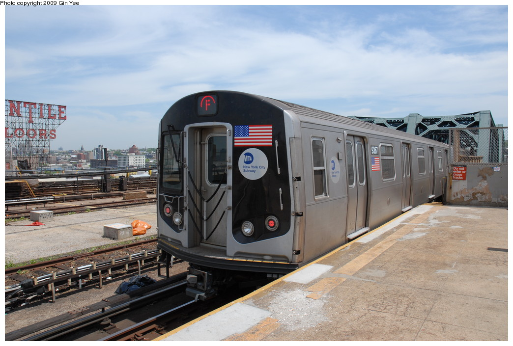 (229k, 1044x705)<br><b>Country:</b> United States<br><b>City:</b> New York<br><b>System:</b> New York City Transit<br><b>Line:</b> IND Crosstown Line<br><b>Location:</b> Smith/9th Street <br><b>Route:</b> F<br><b>Car:</b> R-160A (Option 1) (Alstom, 2008-2009, 5 car sets)  9367 <br><b>Photo by:</b> Gin Yee<br><b>Date:</b> 5/22/2009<br><b>Viewed (this week/total):</b> 0 / 1581