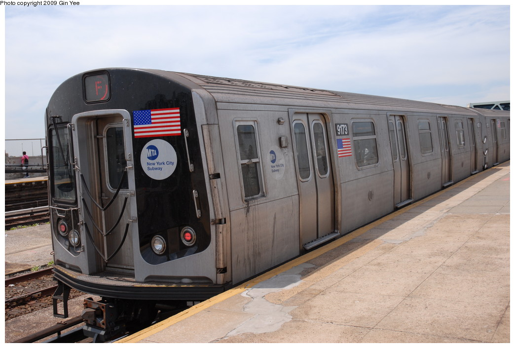 (207k, 1044x705)<br><b>Country:</b> United States<br><b>City:</b> New York<br><b>System:</b> New York City Transit<br><b>Line:</b> IND Crosstown Line<br><b>Location:</b> Smith/9th Street <br><b>Route:</b> F<br><b>Car:</b> R-160B (Option 1) (Kawasaki, 2008-2009)  9173 <br><b>Photo by:</b> Gin Yee<br><b>Date:</b> 5/22/2009<br><b>Viewed (this week/total):</b> 1 / 1222