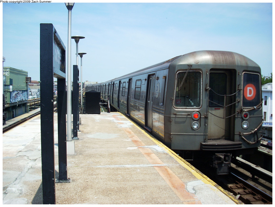 (244k, 1044x788)<br><b>Country:</b> United States<br><b>City:</b> New York<br><b>System:</b> New York City Transit<br><b>Line:</b> BMT West End Line<br><b>Location:</b> 62nd Street <br><b>Route:</b> D<br><b>Car:</b> R-68 (Westinghouse-Amrail, 1986-1988)  2766 <br><b>Photo by:</b> Zach Summer<br><b>Date:</b> 5/25/2009<br><b>Viewed (this week/total):</b> 0 / 896