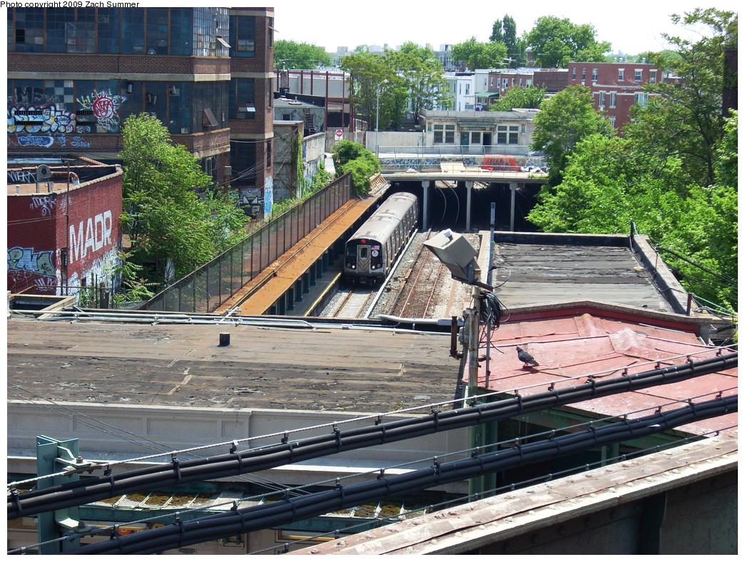 (417k, 1044x788)<br><b>Country:</b> United States<br><b>City:</b> New York<br><b>System:</b> New York City Transit<br><b>Line:</b> BMT Sea Beach Line<br><b>Location:</b> New Utrecht Avenue <br><b>Route:</b> N<br><b>Car:</b> R-160B (Kawasaki, 2005-2008)   <br><b>Photo by:</b> Zach Summer<br><b>Date:</b> 5/25/2009<br><b>Viewed (this week/total):</b> 0 / 1957