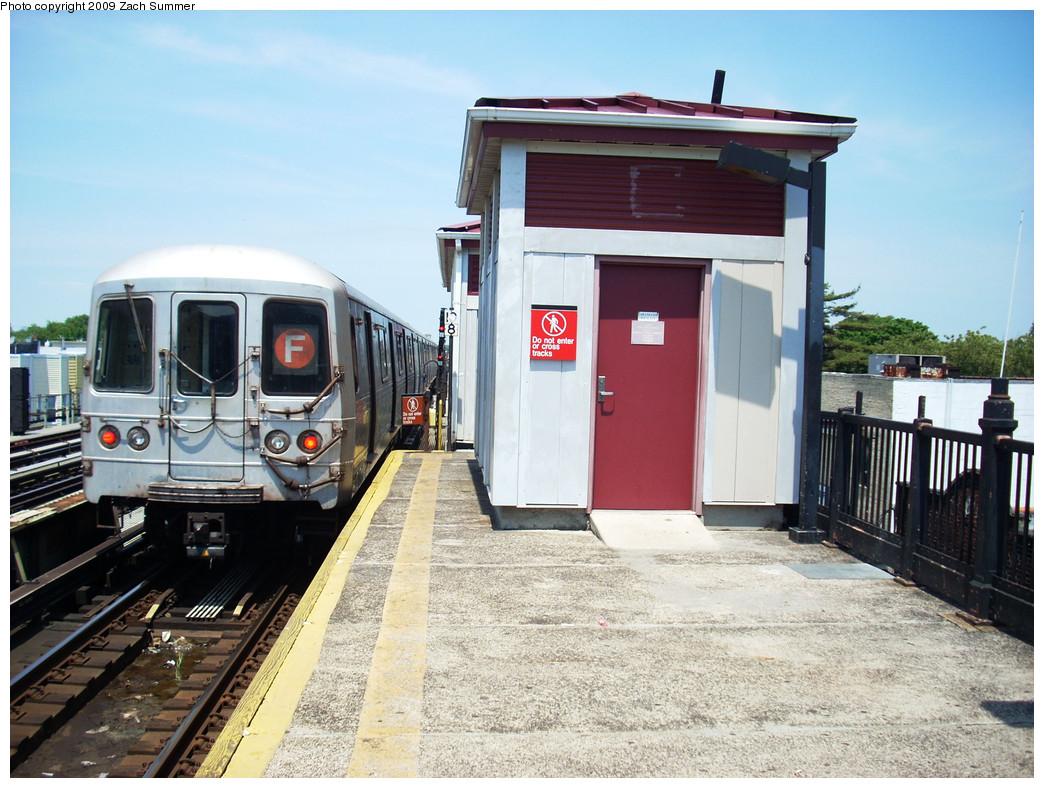 (288k, 1044x788)<br><b>Country:</b> United States<br><b>City:</b> New York<br><b>System:</b> New York City Transit<br><b>Line:</b> BMT Culver Line<br><b>Location:</b> Avenue X <br><b>Route:</b> F<br><b>Car:</b> R-46 (Pullman-Standard, 1974-75)  <br><b>Photo by:</b> Zach Summer<br><b>Date:</b> 5/25/2009<br><b>Viewed (this week/total):</b> 1 / 1125