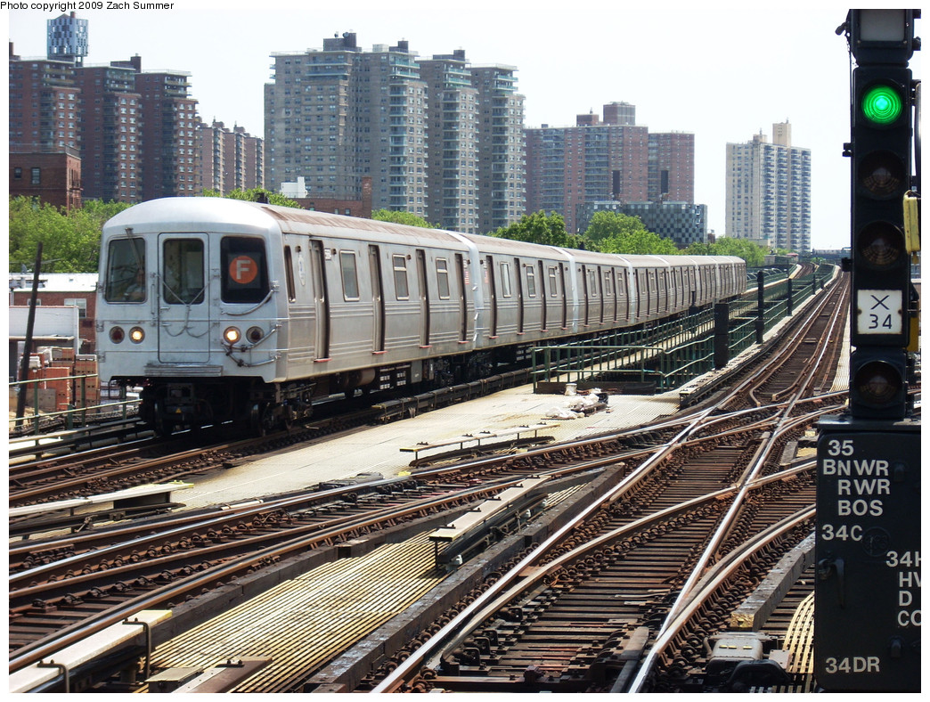 (390k, 1044x788)<br><b>Country:</b> United States<br><b>City:</b> New York<br><b>System:</b> New York City Transit<br><b>Line:</b> BMT Culver Line<br><b>Location:</b> Avenue X <br><b>Route:</b> F<br><b>Car:</b> R-46 (Pullman-Standard, 1974-75) 5664 <br><b>Photo by:</b> Zach Summer<br><b>Date:</b> 5/25/2009<br><b>Viewed (this week/total):</b> 0 / 1150