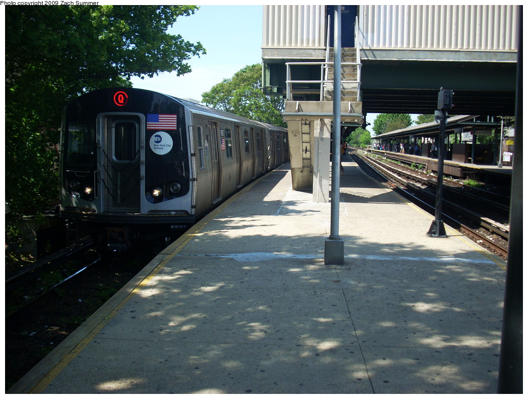 (292k, 1044x788)<br><b>Country:</b> United States<br><b>City:</b> New York<br><b>System:</b> New York City Transit<br><b>Line:</b> BMT Brighton Line<br><b>Location:</b> Kings Highway <br><b>Route:</b> Q<br><b>Car:</b> R-160B (Option 1) (Kawasaki, 2008-2009)  9092 <br><b>Photo by:</b> Zach Summer<br><b>Date:</b> 5/25/2009<br><b>Viewed (this week/total):</b> 0 / 1296