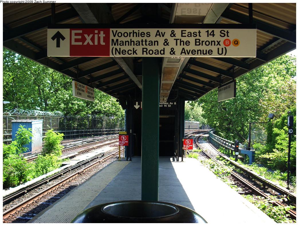 (412k, 1044x788)<br><b>Country:</b> United States<br><b>City:</b> New York<br><b>System:</b> New York City Transit<br><b>Line:</b> BMT Brighton Line<br><b>Location:</b> Sheepshead Bay <br><b>Photo by:</b> Zach Summer<br><b>Date:</b> 5/25/2009<br><b>Notes:</b> Station view, with temporary station signage<br><b>Viewed (this week/total):</b> 2 / 1520