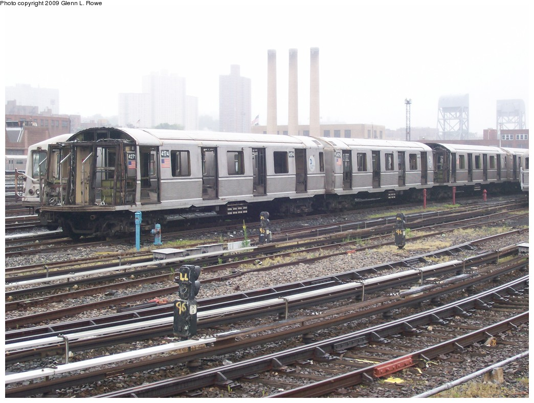 (232k, 1044x788)<br><b>Country:</b> United States<br><b>City:</b> New York<br><b>System:</b> New York City Transit<br><b>Location:</b> 207th Street Yard<br><b>Car:</b> R-40 (St. Louis, 1968)  4174 <br><b>Photo by:</b> Glenn L. Rowe<br><b>Date:</b> 5/27/2009<br><b>Notes:</b> Scrap<br><b>Viewed (this week/total):</b> 1 / 1037