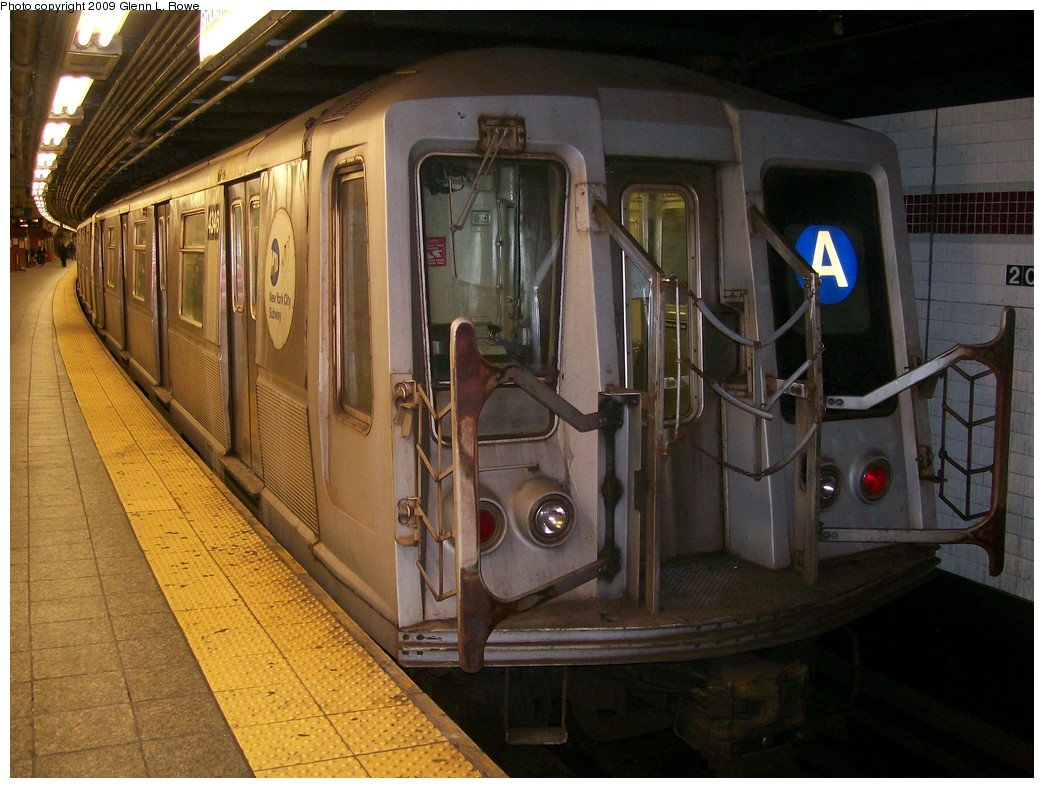 (218k, 1044x788)<br><b>Country:</b> United States<br><b>City:</b> New York<br><b>System:</b> New York City Transit<br><b>Line:</b> IND 8th Avenue Line<br><b>Location:</b> 207th Street <br><b>Route:</b> A<br><b>Car:</b> R-40 (St. Louis, 1968)  4346 <br><b>Photo by:</b> Glenn L. Rowe<br><b>Date:</b> 5/27/2009<br><b>Viewed (this week/total):</b> 0 / 839