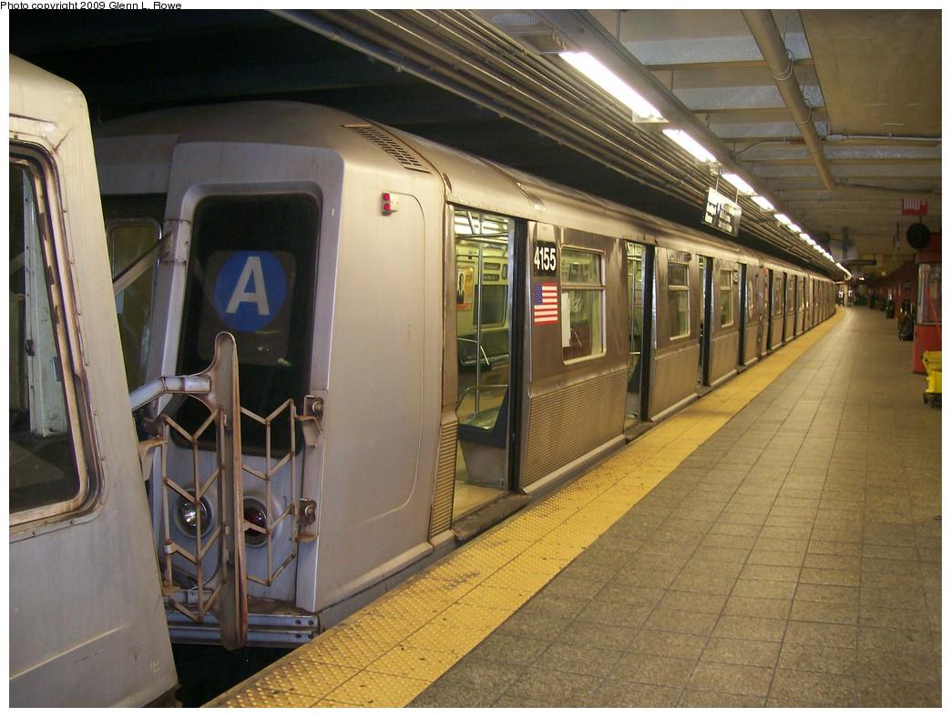 (219k, 1044x788)<br><b>Country:</b> United States<br><b>City:</b> New York<br><b>System:</b> New York City Transit<br><b>Line:</b> IND 8th Avenue Line<br><b>Location:</b> 207th Street <br><b>Route:</b> A<br><b>Car:</b> R-40 (St. Louis, 1968)  4155 <br><b>Photo by:</b> Glenn L. Rowe<br><b>Date:</b> 5/28/2009<br><b>Viewed (this week/total):</b> 0 / 950