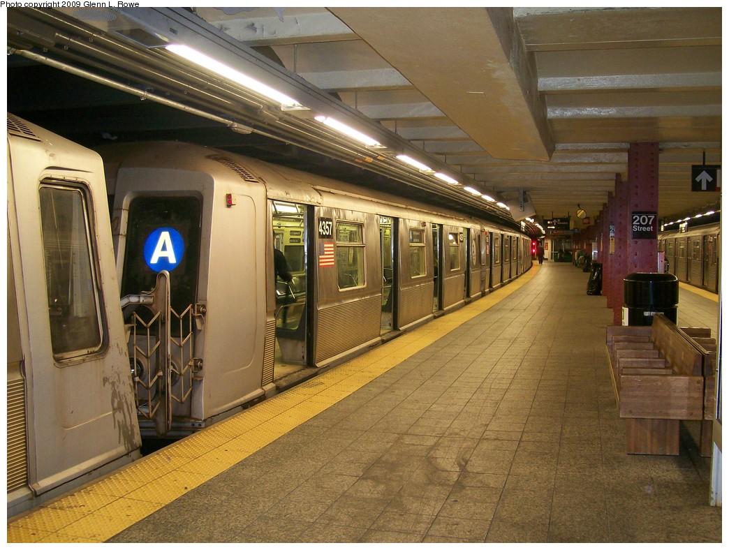 (239k, 1044x788)<br><b>Country:</b> United States<br><b>City:</b> New York<br><b>System:</b> New York City Transit<br><b>Line:</b> IND 8th Avenue Line<br><b>Location:</b> 207th Street <br><b>Route:</b> A<br><b>Car:</b> R-40 (St. Louis, 1968)  4357 <br><b>Photo by:</b> Glenn L. Rowe<br><b>Date:</b> 5/28/2009<br><b>Viewed (this week/total):</b> 1 / 1024