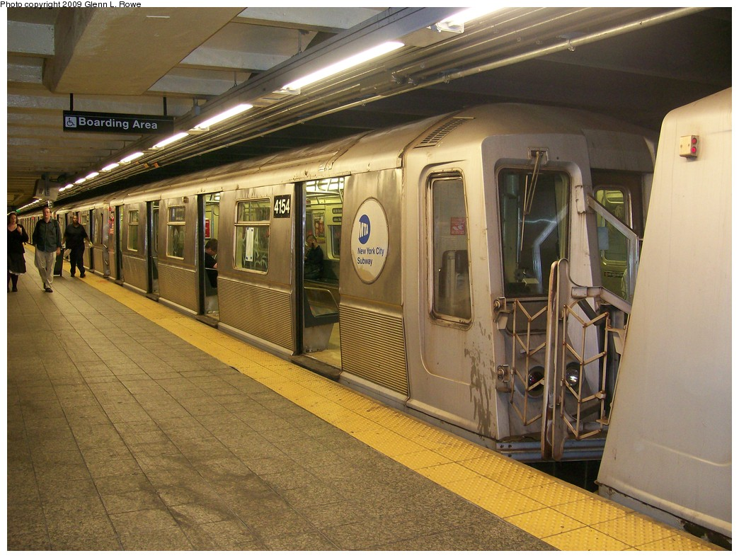 (235k, 1044x788)<br><b>Country:</b> United States<br><b>City:</b> New York<br><b>System:</b> New York City Transit<br><b>Line:</b> IND 8th Avenue Line<br><b>Location:</b> 207th Street <br><b>Route:</b> A<br><b>Car:</b> R-40 (St. Louis, 1968)  4154 <br><b>Photo by:</b> Glenn L. Rowe<br><b>Date:</b> 5/28/2009<br><b>Viewed (this week/total):</b> 0 / 1019