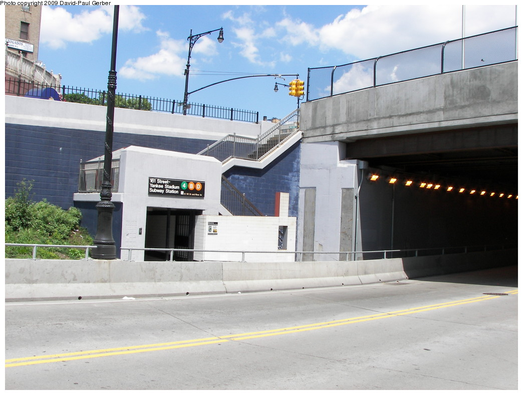 (247k, 1044x788)<br><b>Country:</b> United States<br><b>City:</b> New York<br><b>System:</b> New York City Transit<br><b>Line:</b> IRT Woodlawn Line<br><b>Location:</b> 161st Street/River Avenue (Yankee Stadium) <br><b>Photo by:</b> David-Paul Gerber<br><b>Date:</b> 5/30/2009<br><b>Notes:</b> Station entrance at 161st & Walton.<br><b>Viewed (this week/total):</b> 0 / 2429