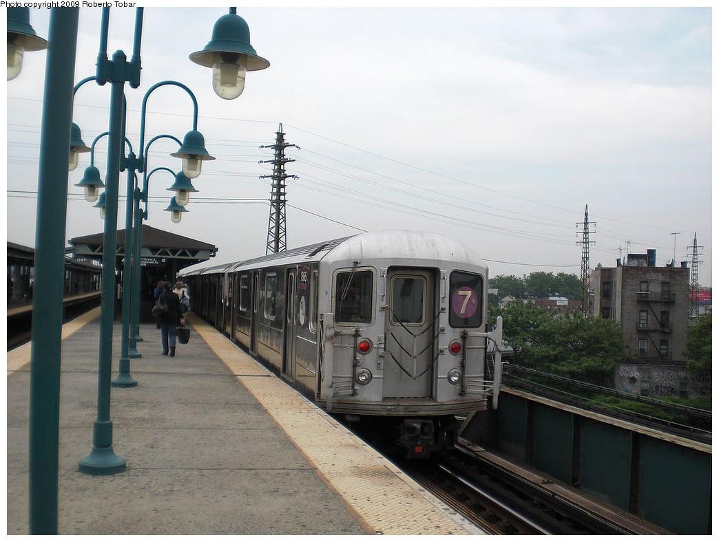 (228k, 1044x788)<br><b>Country:</b> United States<br><b>City:</b> New York<br><b>System:</b> New York City Transit<br><b>Line:</b> IRT Flushing Line<br><b>Location:</b> 61st Street/Woodside <br><b>Route:</b> 7<br><b>Car:</b> R-62A (Bombardier, 1984-1987)  1666 <br><b>Photo by:</b> Roberto C. Tobar<br><b>Date:</b> 5/29/2009<br><b>Viewed (this week/total):</b> 2 / 1275