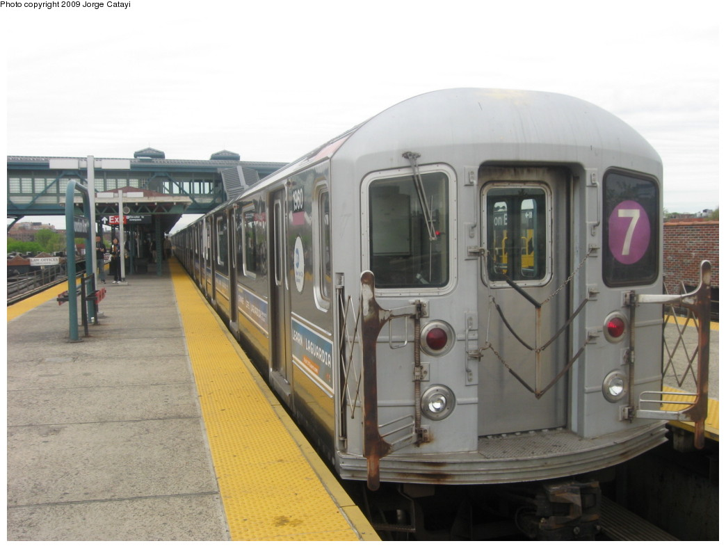 (167k, 1044x788)<br><b>Country:</b> United States<br><b>City:</b> New York<br><b>System:</b> New York City Transit<br><b>Line:</b> IRT Flushing Line<br><b>Location:</b> Junction Boulevard <br><b>Route:</b> 7<br><b>Car:</b> R-62A (Bombardier, 1984-1987)  1970 <br><b>Photo by:</b> Jorge Catayi<br><b>Date:</b> 5/2/2009<br><b>Viewed (this week/total):</b> 0 / 1284