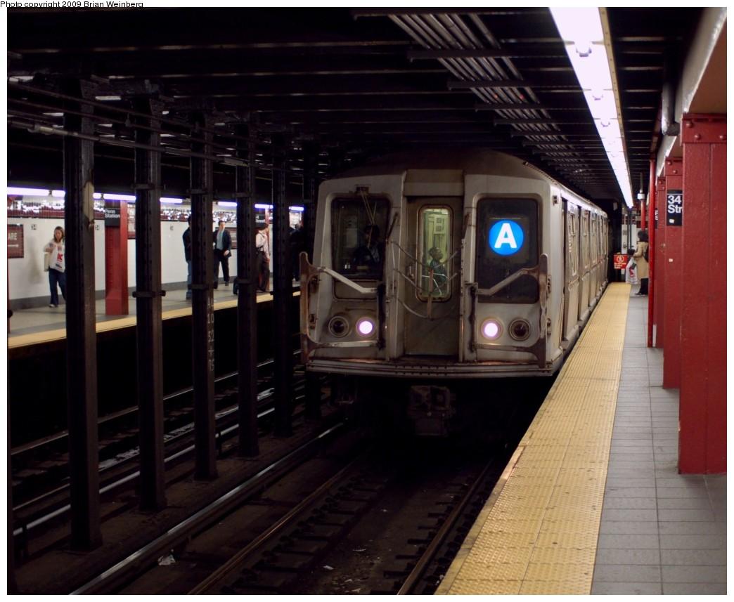 (243k, 1044x857)<br><b>Country:</b> United States<br><b>City:</b> New York<br><b>System:</b> New York City Transit<br><b>Line:</b> IND 8th Avenue Line<br><b>Location:</b> 34th Street/Penn Station <br><b>Route:</b> A<br><b>Car:</b> R-40 (St. Louis, 1968)  4425 <br><b>Photo by:</b> Brian Weinberg<br><b>Date:</b> 6/4/2009<br><b>Viewed (this week/total):</b> 0 / 1544