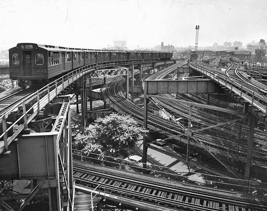 (325k, 1024x810)<br><b>Country:</b> United States<br><b>City:</b> New York<br><b>System:</b> New York City Transit<br><b>Line:</b> BMT Canarsie Line<br><b>Location:</b> Broadway Junction <br><b>Car:</b> BMT Multi  <br><b>Collection of:</b> Brian J. Cudahy<br><b>Viewed (this week/total):</b> 0 / 2684
