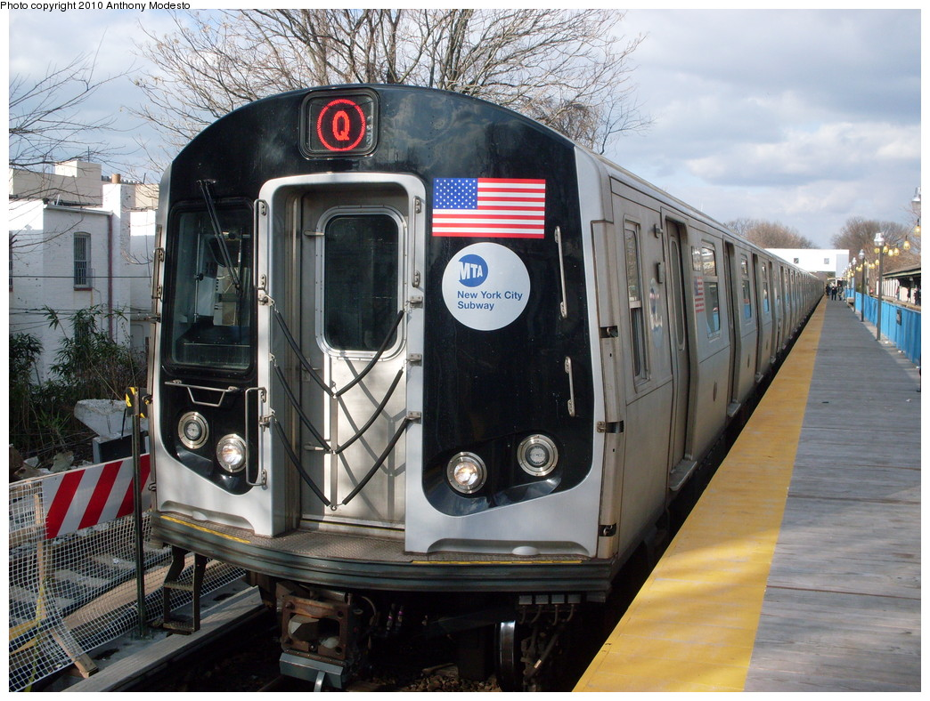 (285k, 1044x788)<br><b>Country:</b> United States<br><b>City:</b> New York<br><b>System:</b> New York City Transit<br><b>Line:</b> BMT Brighton Line<br><b>Location:</b> Avenue J <br><b>Route:</b> Q<br><b>Car:</b> R-160B (Kawasaki, 2005-2008)  8923 <br><b>Photo by:</b> Anthony Modesto<br><b>Date:</b> 2/2010<br><b>Viewed (this week/total):</b> 1 / 958