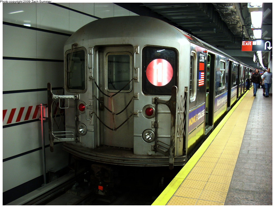 (263k, 1044x788)<br><b>Country:</b> United States<br><b>City:</b> New York<br><b>System:</b> New York City Transit<br><b>Line:</b> IRT West Side Line<br><b>Location:</b> South Ferry (New Station) <br><b>Route:</b> 1<br><b>Car:</b> R-62A (Bombardier, 1984-1987)  2366 <br><b>Photo by:</b> Zach Summer<br><b>Date:</b> 5/26/2009<br><b>Viewed (this week/total):</b> 1 / 1261