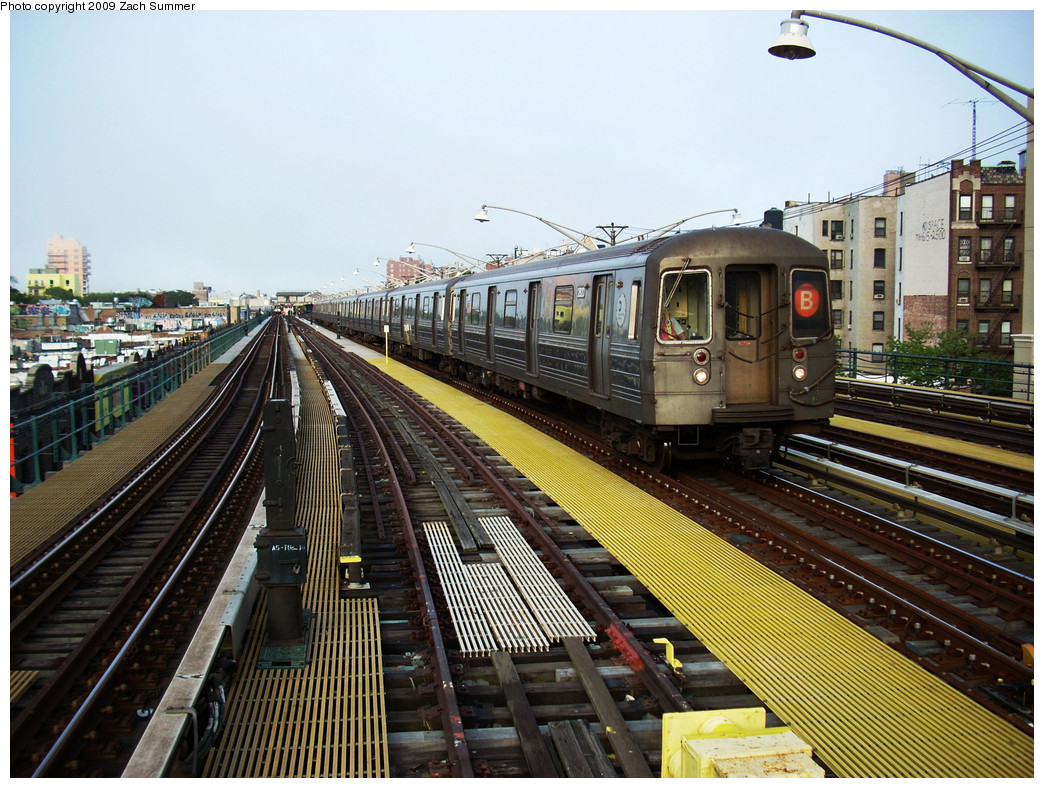 (330k, 1044x788)<br><b>Country:</b> United States<br><b>City:</b> New York<br><b>System:</b> New York City Transit<br><b>Line:</b> BMT Brighton Line<br><b>Location:</b> Ocean Parkway <br><b>Route:</b> B Yard move<br><b>Car:</b> R-68 (Westinghouse-Amrail, 1986-1988)  2820 <br><b>Photo by:</b> Zach Summer<br><b>Date:</b> 5/27/2009<br><b>Viewed (this week/total):</b> 0 / 1340