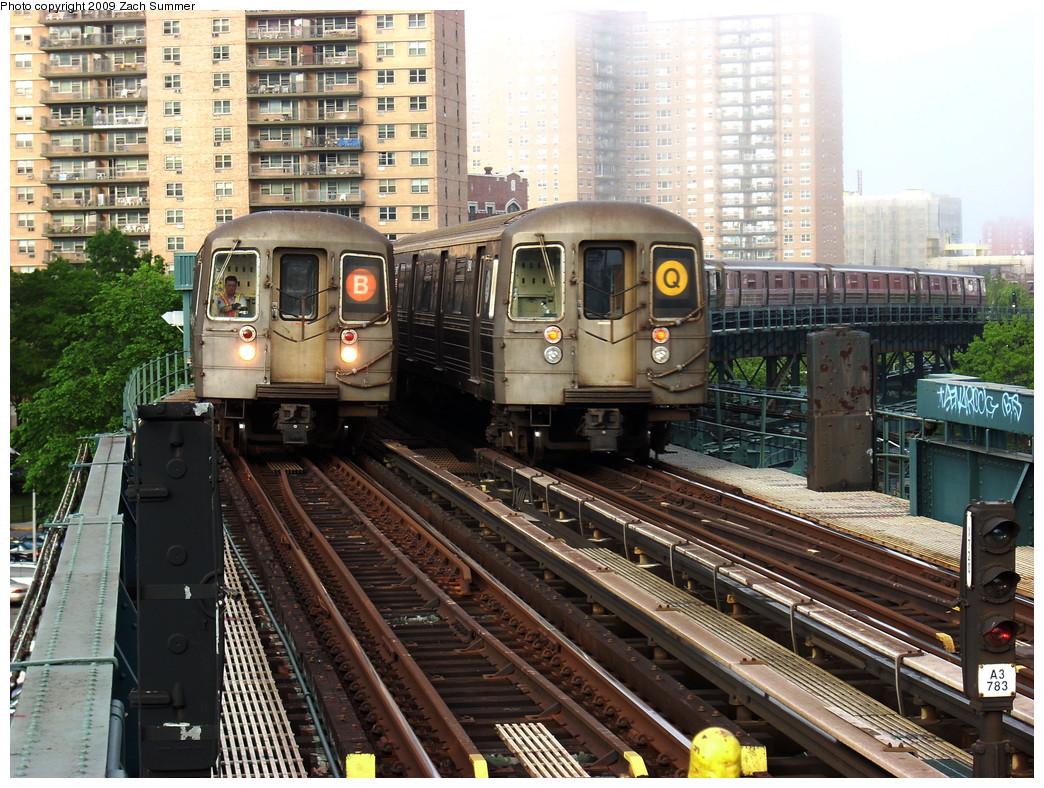 (362k, 1044x788)<br><b>Country:</b> United States<br><b>City:</b> New York<br><b>System:</b> New York City Transit<br><b>Line:</b> BMT Brighton Line<br><b>Location:</b> West 8th Street <br><b>Route:</b> B/Q<br><b>Car:</b> R-68 (Westinghouse-Amrail, 1986-1988)  2820/2840 <br><b>Photo by:</b> Zach Summer<br><b>Date:</b> 5/27/2009<br><b>Viewed (this week/total):</b> 0 / 1720