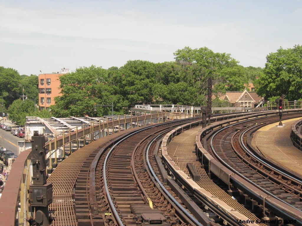 (318k, 1024x768)<br><b>Country:</b> United States<br><b>City:</b> New York<br><b>System:</b> New York City Transit<br><b>Line:</b> IRT White Plains Road Line<br><b>Location:</b> West Farms Sq./East Tremont Ave./177th St. <br><b>Photo by:</b> Andre Samuel<br><b>Date:</b> 5/25/2009<br><b>Notes:</b> Old Bronx Park spur.<br><b>Viewed (this week/total):</b> 0 / 1032