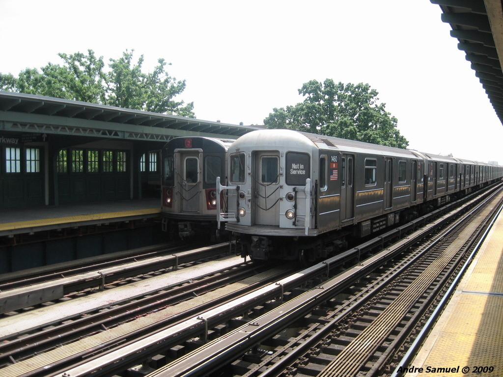 (260k, 1024x768)<br><b>Country:</b> United States<br><b>City:</b> New York<br><b>System:</b> New York City Transit<br><b>Line:</b> IRT White Plains Road Line<br><b>Location:</b> Pelham Parkway <br><b>Car:</b> R-62 (Kawasaki, 1983-1985)  1460 <br><b>Photo by:</b> Andre Samuel<br><b>Date:</b> 5/25/2009<br><b>Viewed (this week/total):</b> 5 / 2026