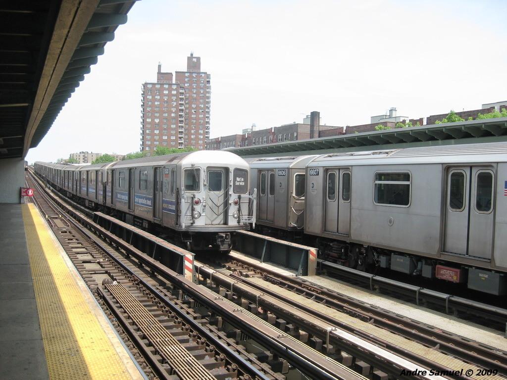 (246k, 1024x768)<br><b>Country:</b> United States<br><b>City:</b> New York<br><b>System:</b> New York City Transit<br><b>Line:</b> IRT White Plains Road Line<br><b>Location:</b> Pelham Parkway <br><b>Car:</b> R-62 (Kawasaki, 1983-1985)   <br><b>Photo by:</b> Andre Samuel<br><b>Date:</b> 5/25/2009<br><b>Viewed (this week/total):</b> 0 / 2167