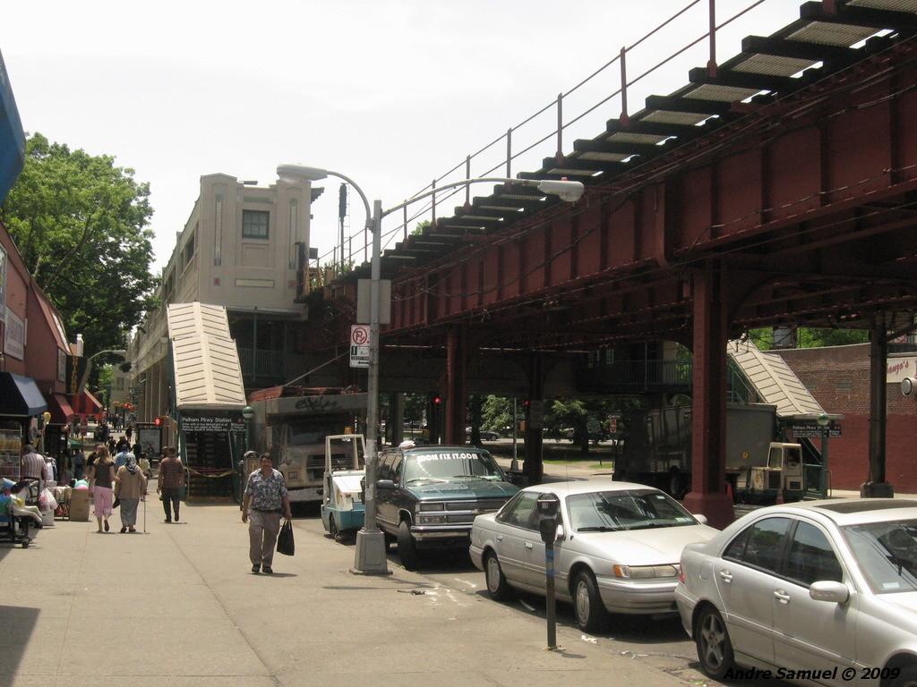 (229k, 1024x768)<br><b>Country:</b> United States<br><b>City:</b> New York<br><b>System:</b> New York City Transit<br><b>Line:</b> IRT White Plains Road Line<br><b>Location:</b> Pelham Parkway <br><b>Photo by:</b> Andre Samuel<br><b>Date:</b> 5/25/2009<br><b>Notes:</b> Station viewed from street.<br><b>Viewed (this week/total):</b> 0 / 1359