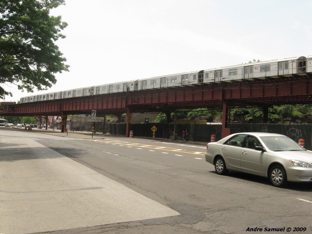 (204k, 1024x768)<br><b>Country:</b> United States<br><b>City:</b> New York<br><b>System:</b> New York City Transit<br><b>Line:</b> IRT White Plains Road Line<br><b>Location:</b> Pelham Parkway <br><b>Route:</b> 2<br><b>Car:</b> R-142 or R-142A (Number Unknown)  <br><b>Photo by:</b> Andre Samuel<br><b>Date:</b> 5/25/2009<br><b>Viewed (this week/total):</b> 0 / 1622