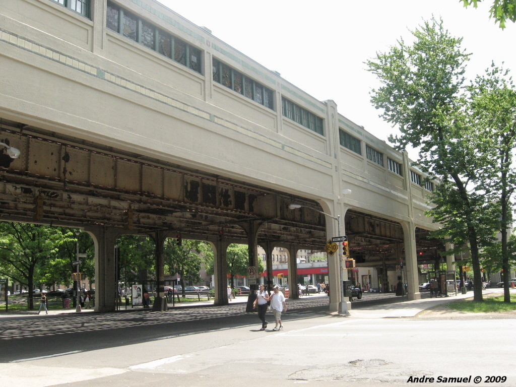 (268k, 1024x768)<br><b>Country:</b> United States<br><b>City:</b> New York<br><b>System:</b> New York City Transit<br><b>Line:</b> IRT White Plains Road Line<br><b>Location:</b> Pelham Parkway <br><b>Photo by:</b> Andre Samuel<br><b>Date:</b> 5/25/2009<br><b>Notes:</b> Station viewed from street.<br><b>Viewed (this week/total):</b> 3 / 1182