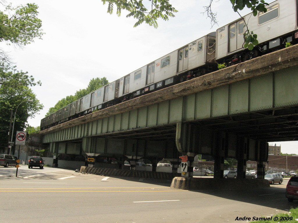 (224k, 1024x768)<br><b>Country:</b> United States<br><b>City:</b> New York<br><b>System:</b> New York City Transit<br><b>Line:</b> IRT Dyre Ave. Line<br><b>Location:</b> Morris Park <br><b>Route:</b> 5<br><b>Car:</b> R-142 (Primary Order, Bombardier, 1999-2002)  6774 <br><b>Photo by:</b> Andre Samuel<br><b>Date:</b> 5/25/2009<br><b>Notes:</b> Crossing Bronxdale Ave just south of Morris Park station.<br><b>Viewed (this week/total):</b> 1 / 2495