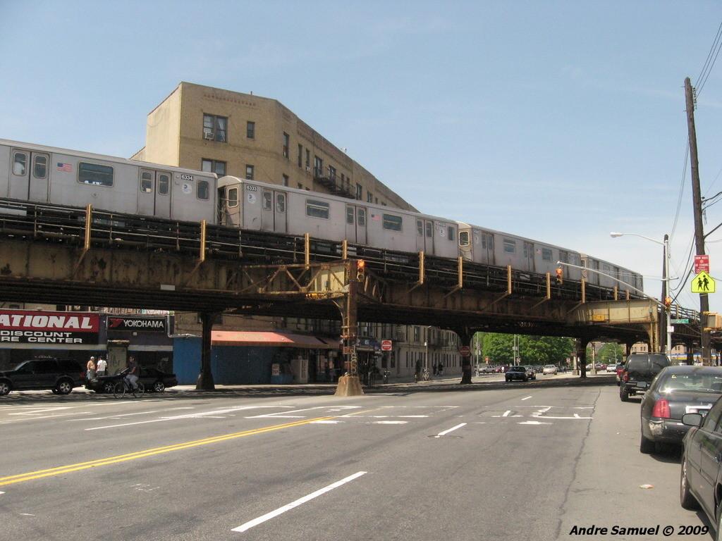 (220k, 1024x768)<br><b>Country:</b> United States<br><b>City:</b> New York<br><b>System:</b> New York City Transit<br><b>Line:</b> IRT White Plains Road Line<br><b>Location:</b> Bronx Park East <br><b>Route:</b> 2<br><b>Car:</b> R-142 (Primary Order, Bombardier, 1999-2002)  6333 <br><b>Photo by:</b> Andre Samuel<br><b>Date:</b> 5/25/2009<br><b>Notes:</b> View from Bronxdale Ave.<br><b>Viewed (this week/total):</b> 0 / 2300
