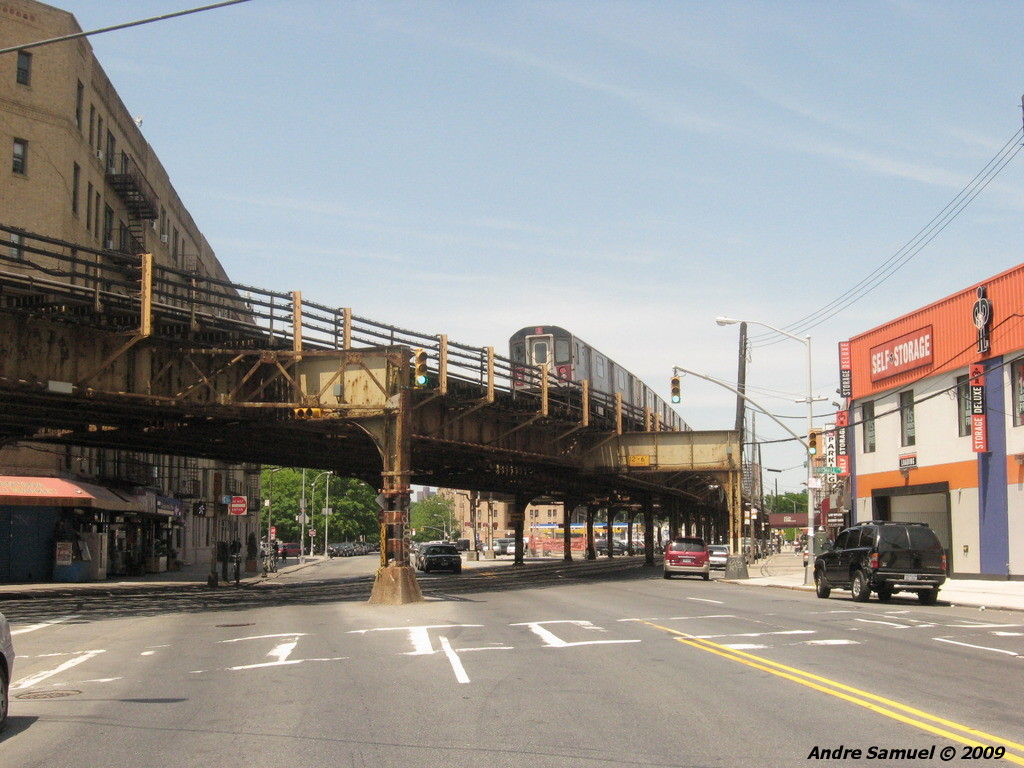 (225k, 1024x768)<br><b>Country:</b> United States<br><b>City:</b> New York<br><b>System:</b> New York City Transit<br><b>Line:</b> IRT White Plains Road Line<br><b>Location:</b> Bronx Park East <br><b>Route:</b> 2<br><b>Car:</b> R-142 (Primary Order, Bombardier, 1999-2002)  6333 <br><b>Photo by:</b> Andre Samuel<br><b>Date:</b> 5/25/2009<br><b>Notes:</b> View from Bronxdale Ave.<br><b>Viewed (this week/total):</b> 2 / 2252
