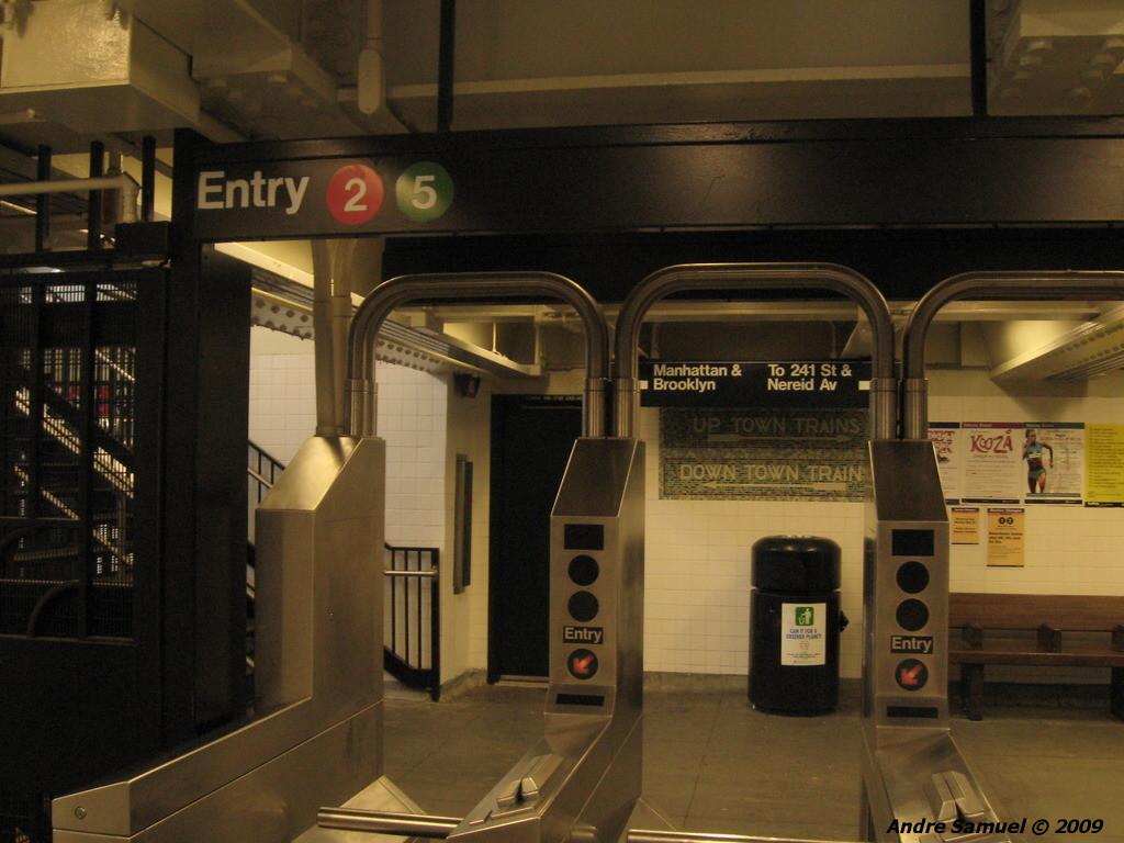 (205k, 1024x768)<br><b>Country:</b> United States<br><b>City:</b> New York<br><b>System:</b> New York City Transit<br><b>Line:</b> IRT White Plains Road Line<br><b>Location:</b> Bronx Park East <br><b>Photo by:</b> Andre Samuel<br><b>Date:</b> 5/25/2009<br><b>Notes:</b> Mezzanine.<br><b>Viewed (this week/total):</b> 0 / 1478