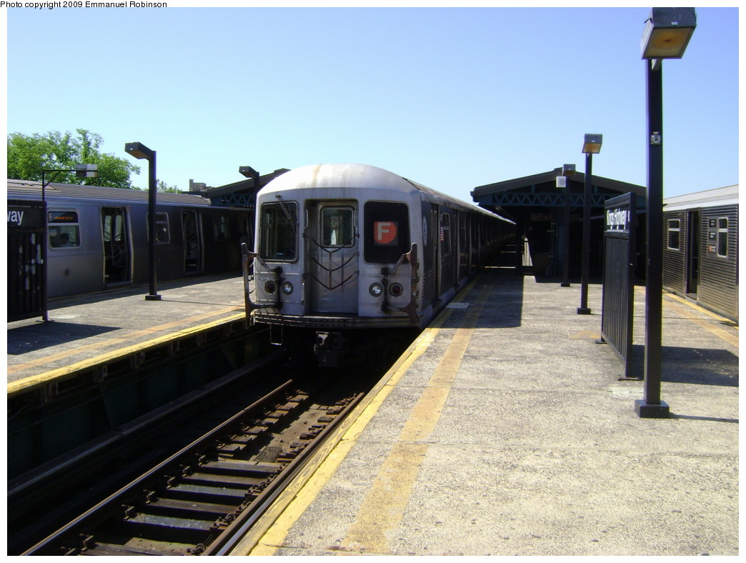 (233k, 1044x788)<br><b>Country:</b> United States<br><b>City:</b> New York<br><b>System:</b> New York City Transit<br><b>Line:</b> BMT Culver Line<br><b>Location:</b> Kings Highway <br><b>Route:</b> F<br><b>Car:</b> R-42 (St. Louis, 1969-1970)  4754 <br><b>Photo by:</b> Emmanuel Robinson<br><b>Date:</b> 6/1/2009<br><b>Viewed (this week/total):</b> 2 / 1509