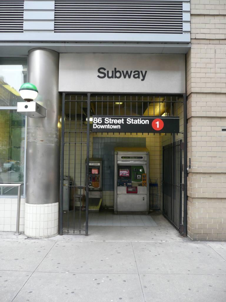 (104k, 768x1024)<br><b>Country:</b> United States<br><b>City:</b> New York<br><b>System:</b> New York City Transit<br><b>Line:</b> IRT West Side Line<br><b>Location:</b> 86th Street<br><b>Photo by:</b> Robbie Rosenfeld<br><b>Date:</b> 6/4/2009<br><b>Notes:</b> Station entrance.<br><b>Viewed (this week/total):</b> 1 / 2400