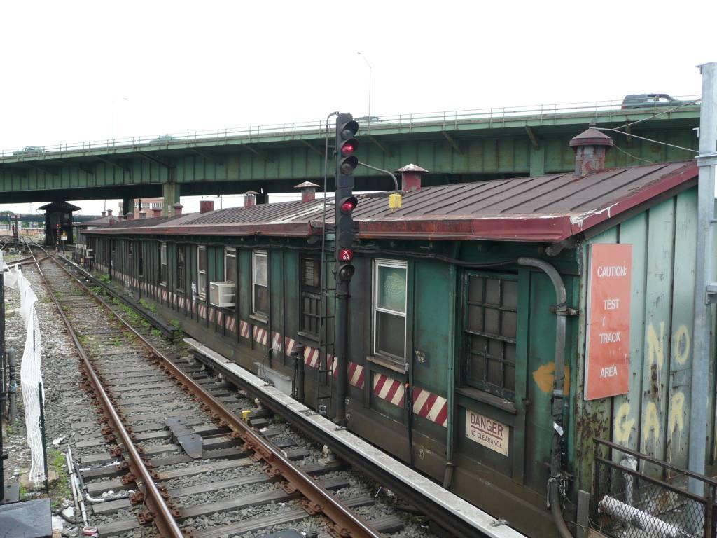 (141k, 1024x768)<br><b>Country:</b> United States<br><b>City:</b> New York<br><b>System:</b> New York City Transit<br><b>Line:</b> IRT White Plains Road Line<br><b>Location:</b> East 180th Street <br><b>Photo by:</b> Robbie Rosenfeld<br><b>Date:</b> 6/4/2009<br><b>Notes:</b> East 180th tower.<br><b>Viewed (this week/total):</b> 1 / 1830