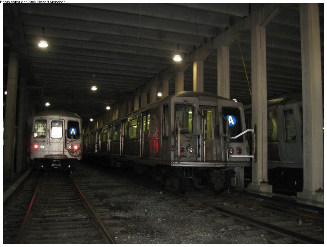 (189k, 1044x788)<br><b>Country:</b> United States<br><b>City:</b> New York<br><b>System:</b> New York City Transit<br><b>Location:</b> Pitkin Yard/Shops<br><b>Car:</b> R-40 (St. Louis, 1968)  4424 <br><b>Photo by:</b> Robert Mencher<br><b>Date:</b> 5/23/2009<br><b>Viewed (this week/total):</b> 0 / 1499